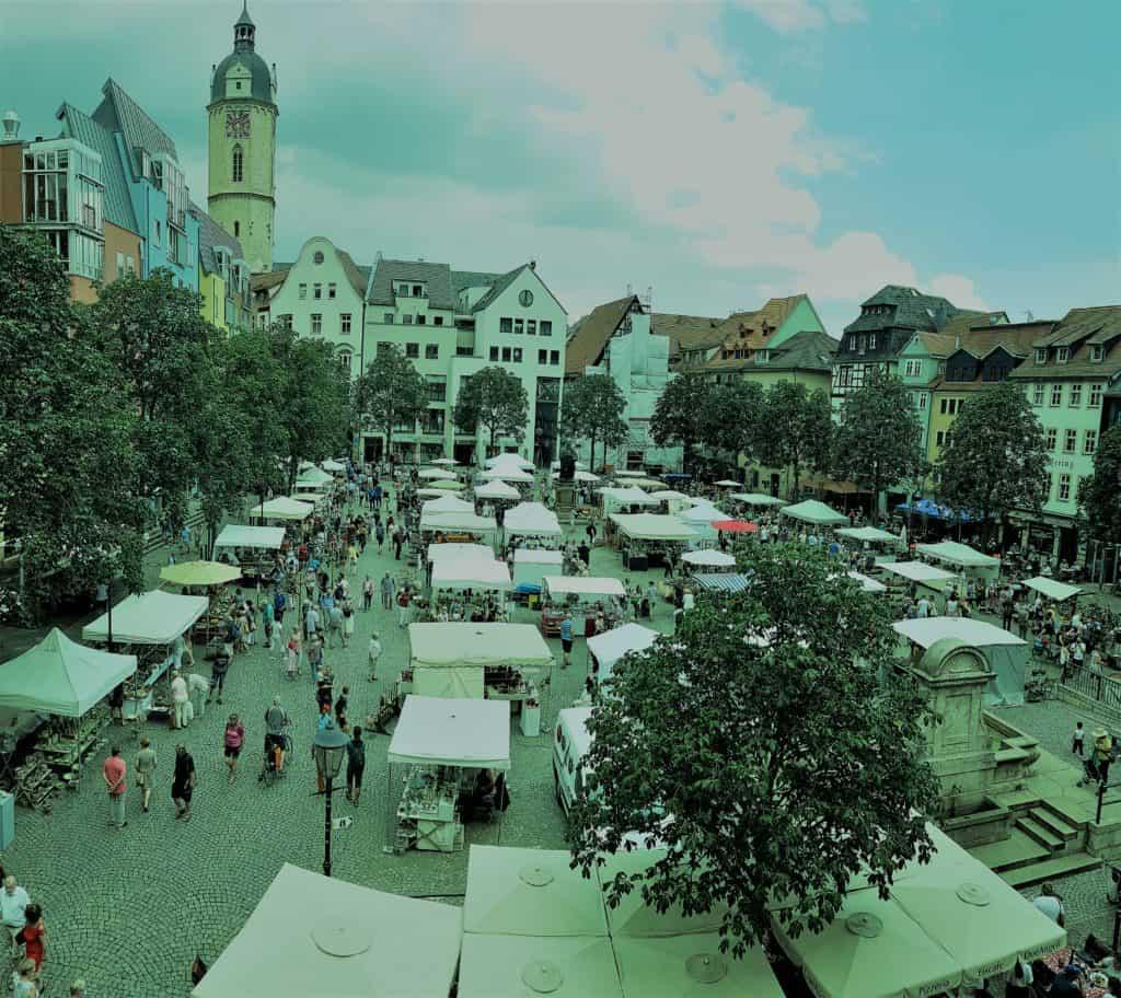Markt Jena mit Blick auf Stadtmuseum und Hanfried
